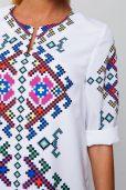Жіноче стильне біле плаття з елементом вишивки