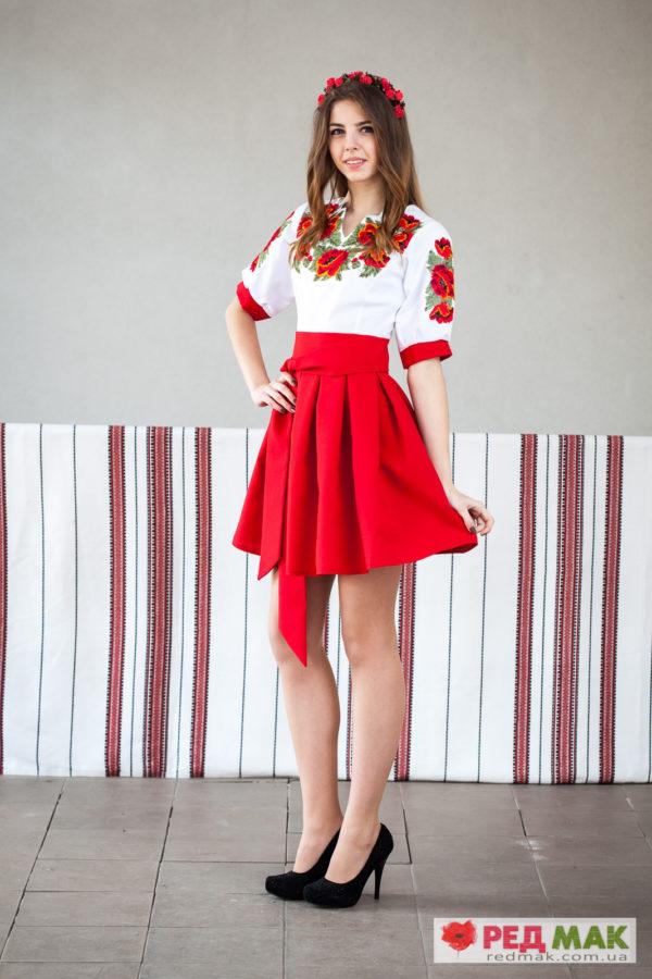 Червоне вишите плаття з маками