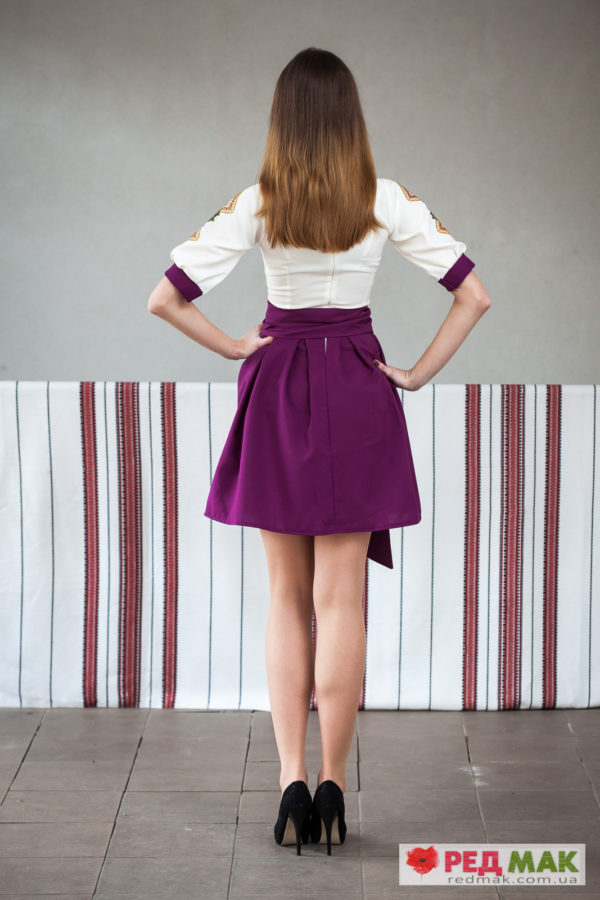 Фіолетове вишите плаття з квітково-геометричною вишивкою