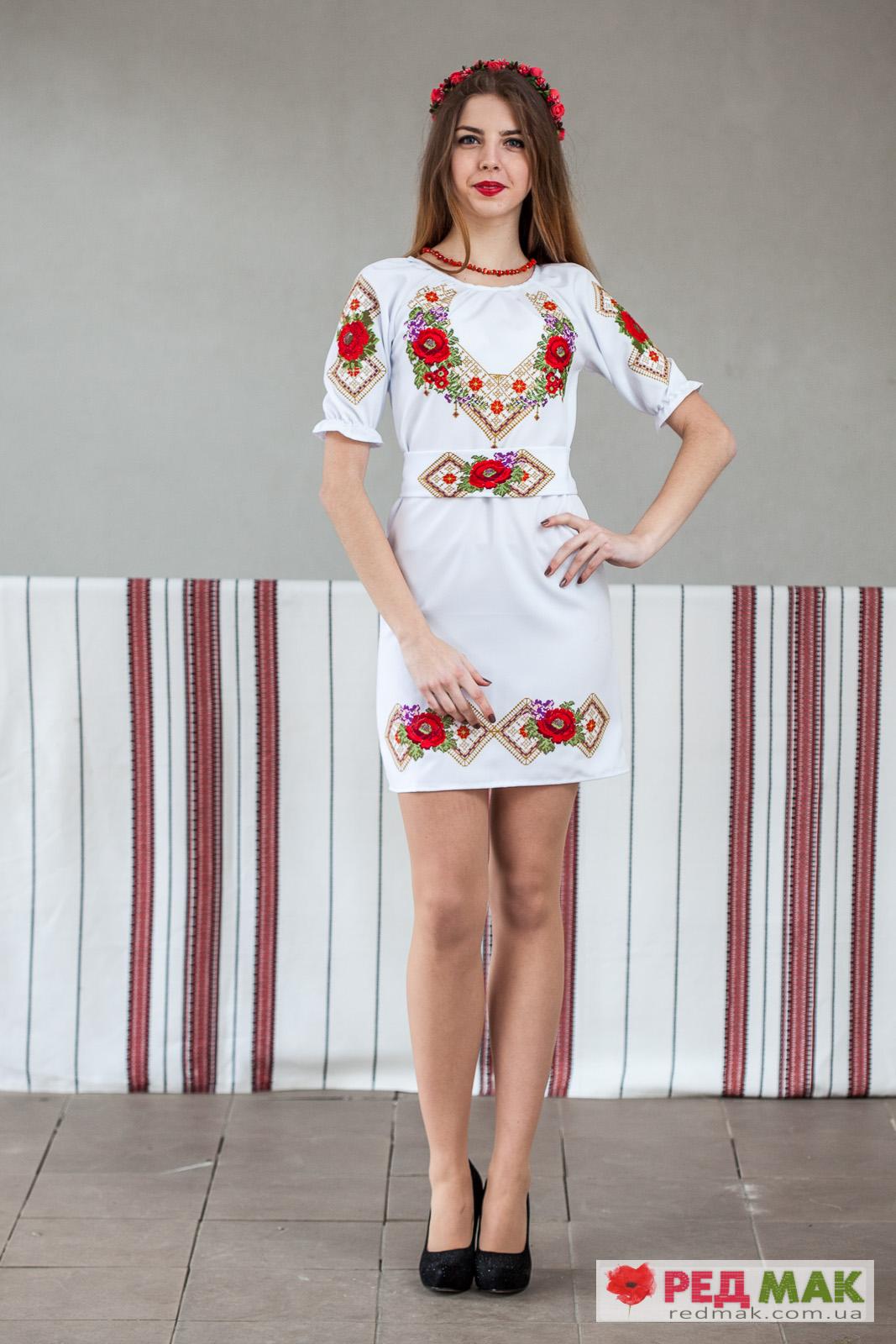 Плаття з квітковим і геометричним візерунком