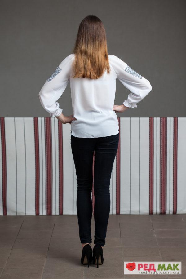 Біла шифонова сорочка з сірою вишивкою